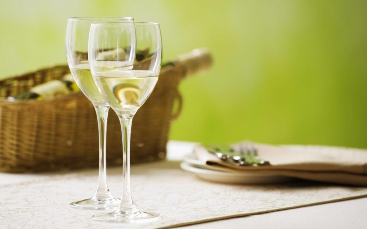 rượu-vang-trắng-2
